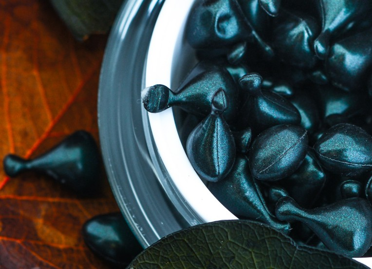 jade spectra night capsules with leaf background