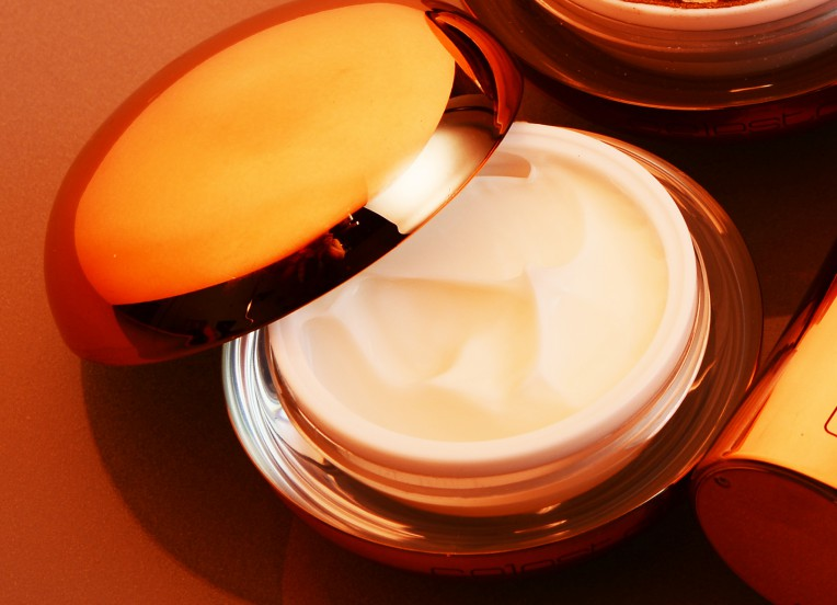 top view of mars stardust cream with open lid